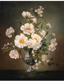 Кремовые цветы в вазе